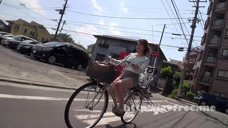 [HUNT-908] 子供がいるのにミニスカート履いてパンチラ全開でママチャリを漕いでる未だに現役バリバリで[女]やってる若妻は、心のドコかでヤラれたがっている!