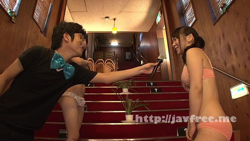 [ATOM 212] 勝ったら上り、負けたら服を1枚脱ぐ!全裸になっても目指せ頂上!素人限定!大階段じゃんけんゲーム ATOM