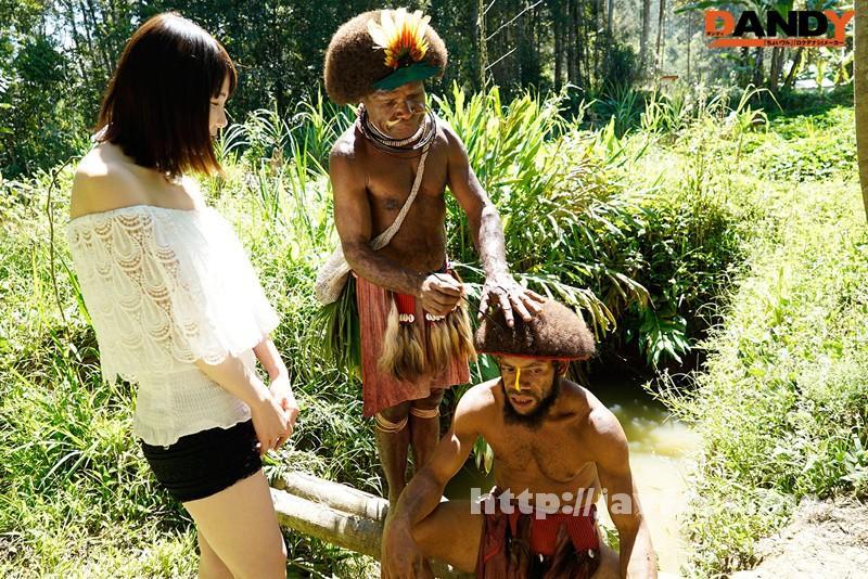 [AVOP 108] 「野性の王国」2015 橘花音 地球最後の秘境で5万年前から変わらぬ生活を続ける原住民に日本のエロ文化を手取り足取り教えて生でヤる 橘花音 AVOP
