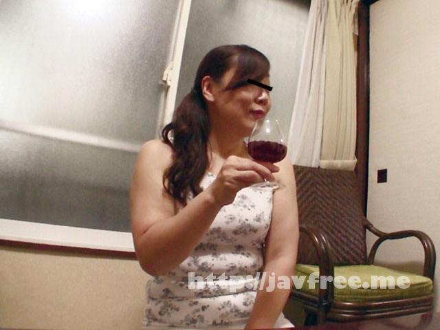 [FUFU-128] 年上女房を酔わせて部下の勃起した肉棒で…明美(仮名)