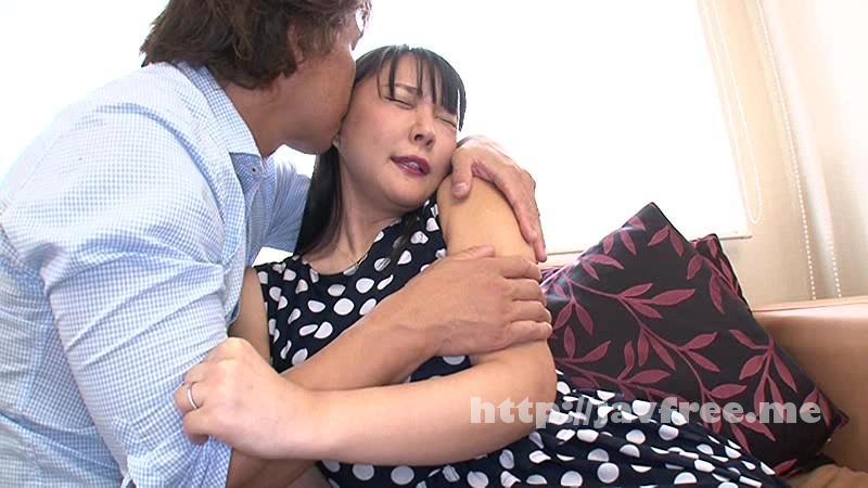 [HAWA-090] 夫に内緒で他人棒SEX「実は主人の精液も飲んだことないんです」30歳すぎて初めての精飲 何でもいいなりIカップ妻 つぐみさん33歳