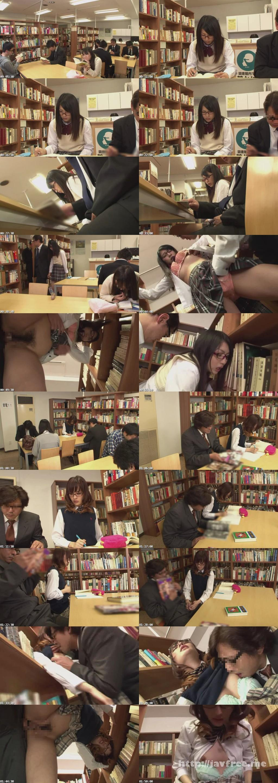 [HUNT 719] 図書館で真面目にお勉強しているメガネをかけた清純女子校生の横で、エロ本を読んでいたら思わず勃起! それに気付いた女子校生が勉強そっちのけで僕のチ○ポに興味津々! HUNT