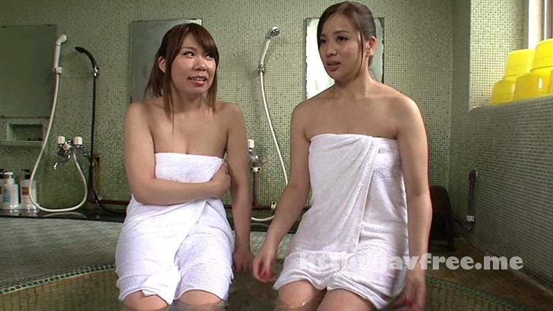 [HUNT 897] せめて乳首を見るまでは…混浴露天風呂に入ったら女子大生グループと遭遇!で男はボク一人!!初めて混浴露天風呂に入ったら若々しい女子大生グル―プ(全員巨乳!)が入ってきて超ラッキーと思っていたのですが超ガードが堅くて何一つ見えません! HUNT