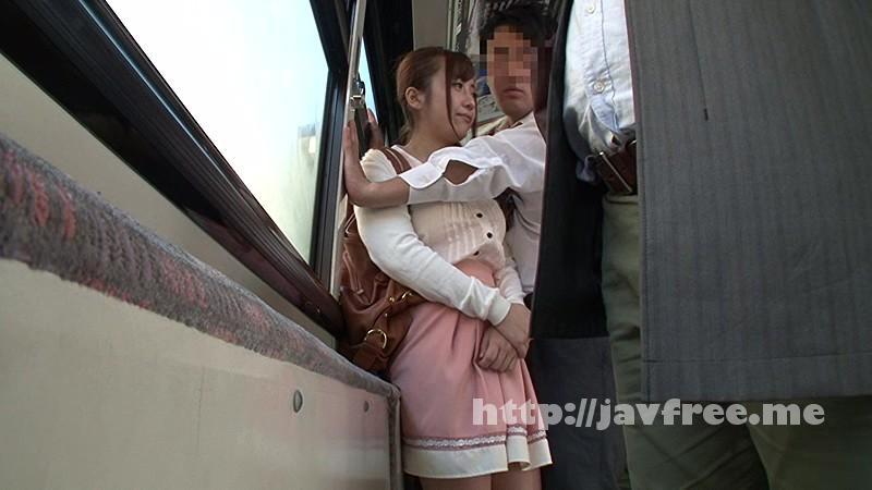 [HUNT 983] 混み合うバスでお姉ちゃんにまさかの壁ドン!通学バスで一緒になったお姉ちゃんにバスが激しく揺れたせいで壁ドン状態に。体は密着し、顔と顔が近づき、唇と唇がふれあいそうになり微妙な感じに…。姉弟なのに今まで経験したことのない距離感にドキドキ状態が続き… HUNT