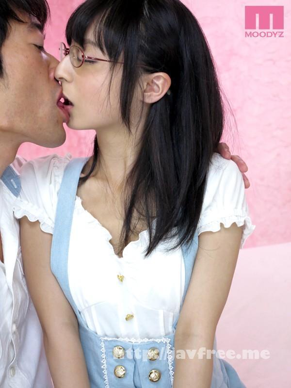 [MIAD 642] メガネの隠れ美少女を発掘!! いきなりごっくん11発で衝撃のAVデビュー!! 高秀朱里 高秀朱里 MIAD