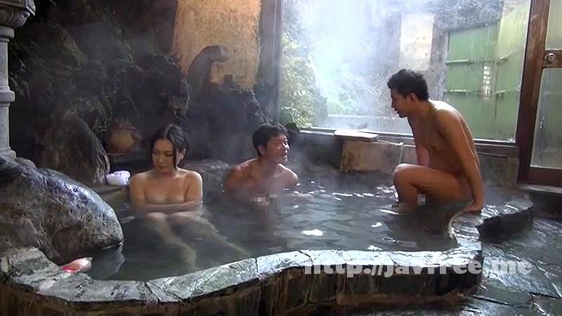 [NATR 497] 夫婦で温泉旅行 夫が近くに居るのに痴漢される私は戸惑いながらもオマ●コはズブ濡れ!寝取られる興奮に何度もイッてしまいました 京野美麗 京野美麗 NATR