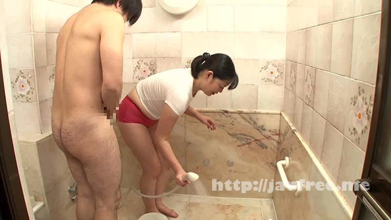 [OTKR 001] 友達の母ちゃんが風呂掃除をしている所を覗いたら僕のチンポも洗ってくれた話しwww OTKR