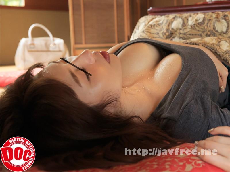 [RDT 243] 旅館のコタツでうたた寝している人妻の胸元に光る汗や時折見せる苦しそうな表情が○○○をしている姿に見えてしまい… RDT