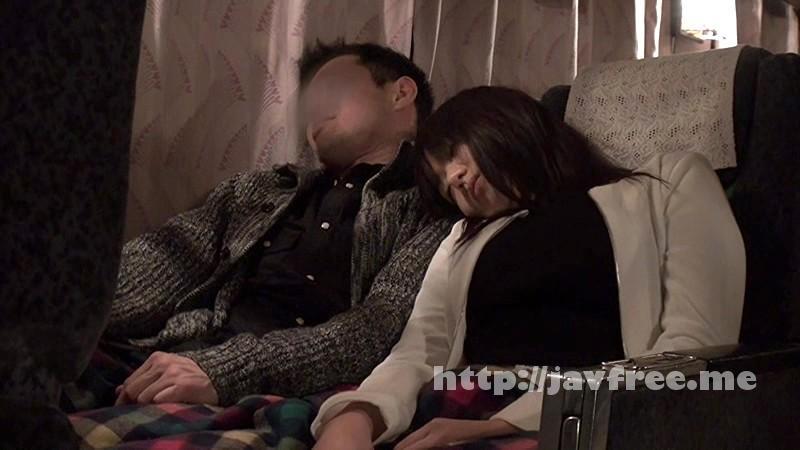 [SCOP 302] 夜行バスでもたれかかってきた隣の席の女の子。可愛い吐息、匂い、温もりに我慢できず思わず触ってみると声を押し殺しながらもまんざらでもない反応だったので、そのまま最後までやっちゃいました!2 SCOP