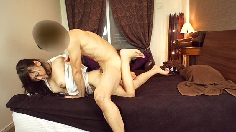 [SCPX 014] コタツで乳休め谷間強調している女子は超欲求不満!?パンティ染みを作りながら勃起チ●コに興奮!!こっそりオナニーしながら手コキアシスタントし出して生中出し!! SCPX