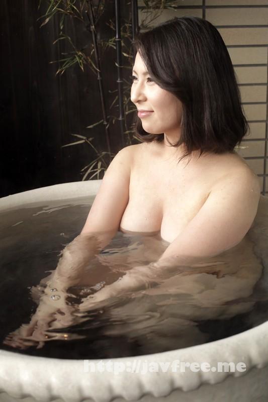 [SHE 130] 温泉旅行中セクシーおばさんナンパ 濃厚中出しワイルドショット!! 4時間SP SHE
