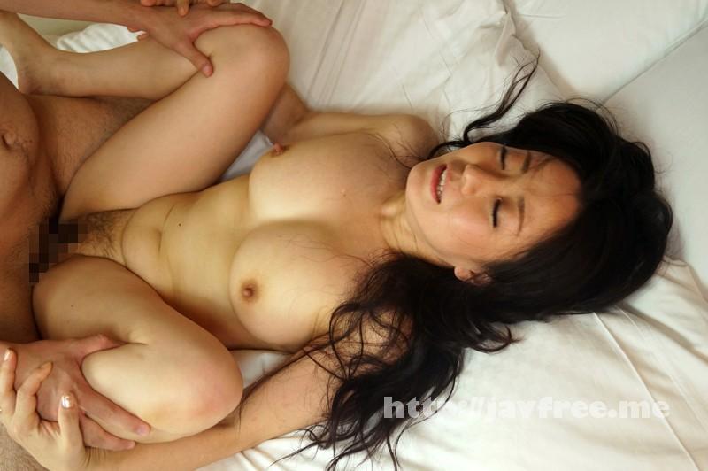 [SHE 239] 勇気あるおばさん オトコ大好き!グイグイ熟女が未来ある若者を超強引GET!!2 SHE
