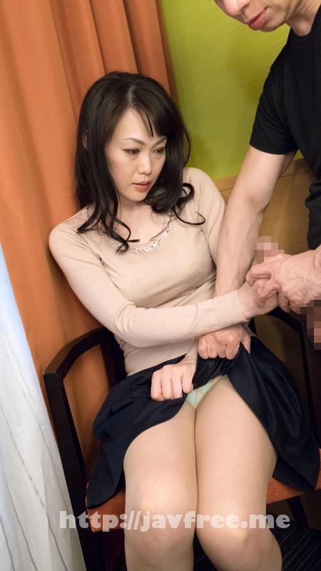 [SHE 242] 熟女が恥らうセンズリ鑑賞 10 SHE