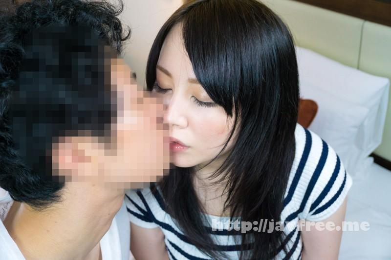[SHE 245] 清楚な巨乳奥様をスーパー前でナンパしておっぱい鑑賞!!2 SHE