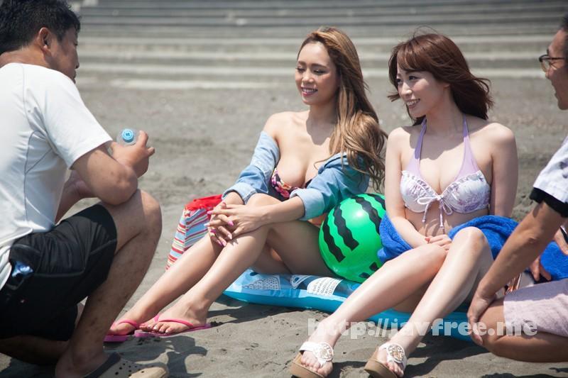 [SHE-325] ビキニギャルを捕まえろ!真夏の海岸ナンパ! 4時間DX