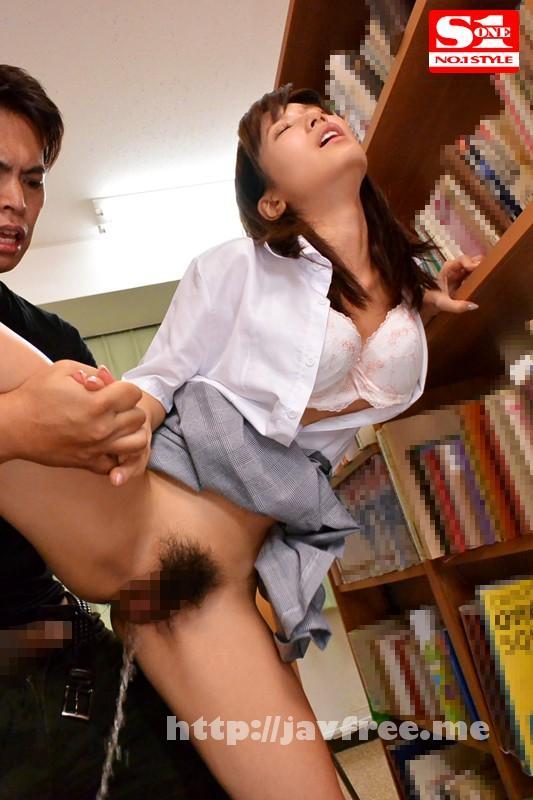[SNIS 564] 図書館で声も出せない状況で媚薬を仕込まれガクガク痙攣しビシャビシャとハメ潮を吹きながらイキまくる敏感女子校生 小島みなみ 小島みなみ SNIS