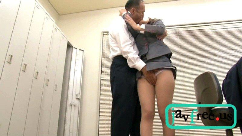 [HBAD 162] 隠れて夫の上司と接吻している新妻は我慢できずに入れたがる さとう遥希 さとう遥希 HBAD