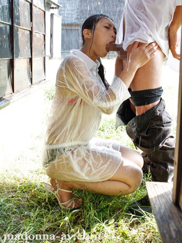 [JUC 510] 晴れ時々、ゲリラ豪雨 ~雨で濡れ透ける人妻の下着と柔肌~ 管野しずか JUC