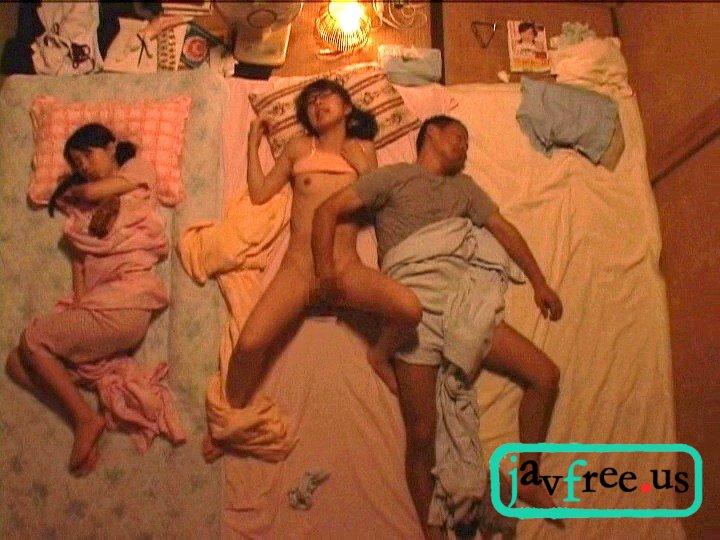 [NHDTA 162] 川の字で寝ていた姉が我慢できずに漏らす喘ぎ声を聞いて発情しだす妹 3 NHDTA