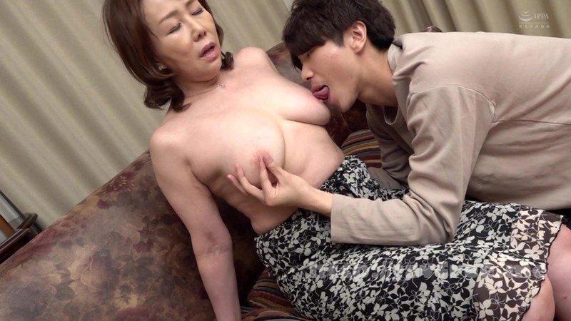 [HD][AED-184] 近親相姦 五十路のお母さんに膣中出し 真田紗也子 - image AED-184-10 on https://javfree.me