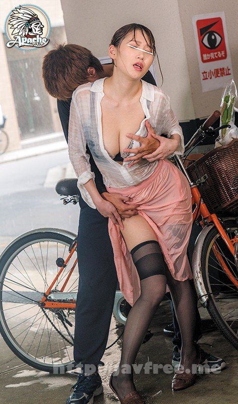 [HD][AP-569] 突然のゲリラ豪雨で下着が透けまくる買い物帰りの巨乳若妻を勃起チ●ポで感じさせろ!! - image AP-569-1 on https://javfree.me