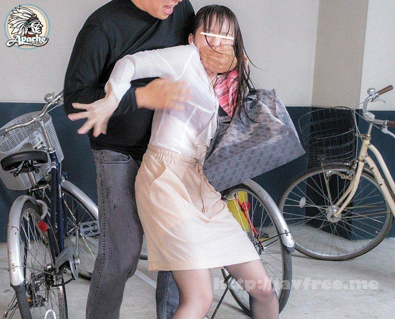[HD][AP-569] 突然のゲリラ豪雨で下着が透けまくる買い物帰りの巨乳若妻を勃起チ●ポで感じさせろ!! - image AP-569-4 on https://javfree.me