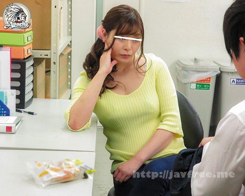 [HD][AP-663] スーパーで働く美女たちが万引きで捕まった少年をバックヤードで拘束!性欲の堪った美女たちがウブ少年に性的制裁!よってたかって少年チ●ポを弄んで犯しまくる!