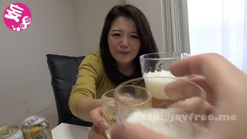 [HD][BLOR-119] 場末スナックのナンバーワンおばさん ワインがぶ飲みで獣スイッチON!大量潮を吹きまくってイキ狂った! - image BLOR-119-1 on https://javfree.me