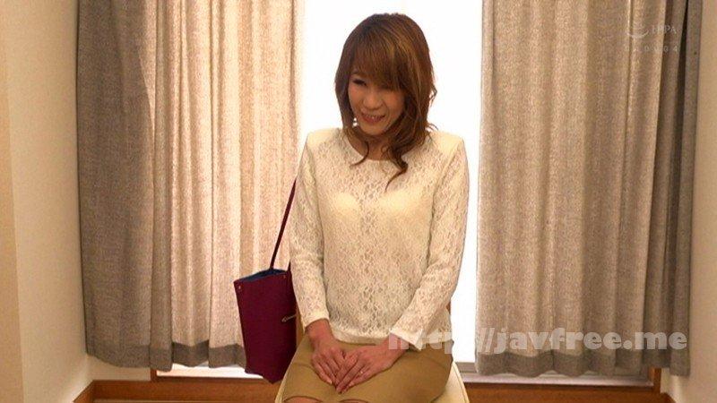[CESD-574] AV女優になりたくて自ら応募してきた五十路おばさん 樋口千秋