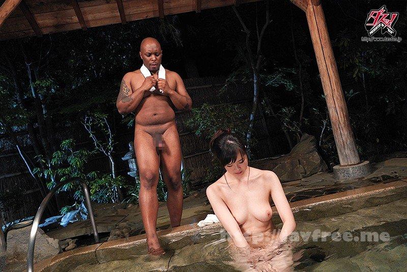 [HD][DASD-457] 温泉旅行黒人NTR 風呂場で見せられた黒いペットボトル編 熊宮由乃 - image DASD-457-4 on https://javfree.me