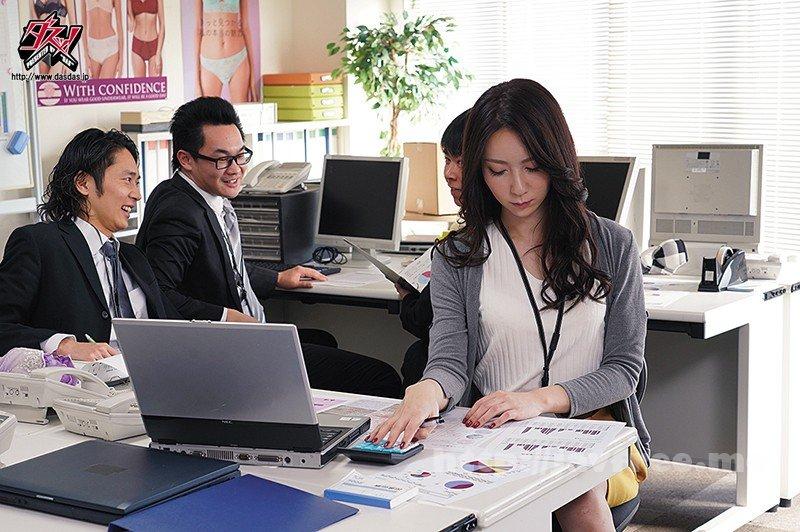 [HD][DASD-658] 下着メーカーに就職した私。男性社員にニューハーフであることを覗き見され弄ばれて… 愛沢さら