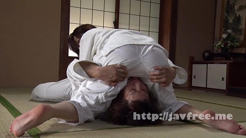 [DIY-016] 護身術を習いに来たハミ乳しても気づかない隙のある巨乳人妻を寝技でイカせる - image DIY-016-3 on https://javfree.me