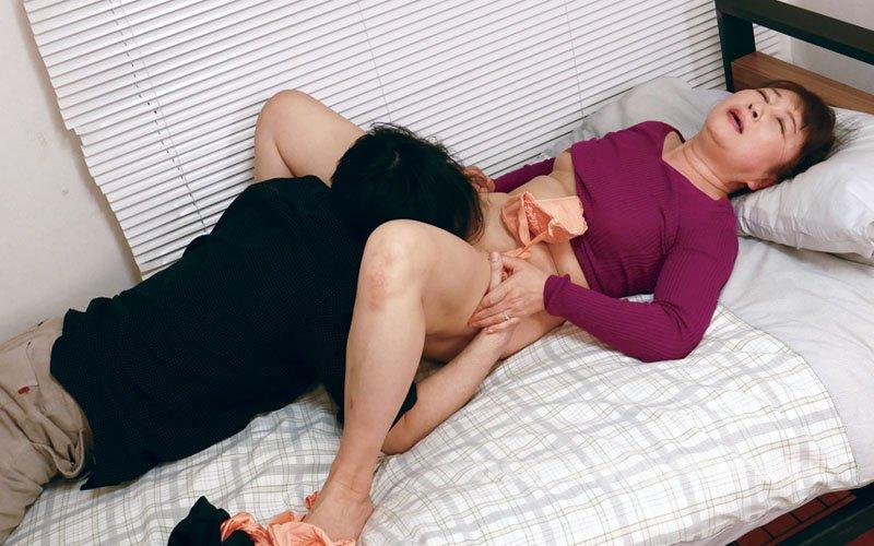 [HD][DMAT-195] 母を騙して猥褻マッサージ 異常な息子の主姦映像2 - image DMAT-195-20 on https://javfree.me