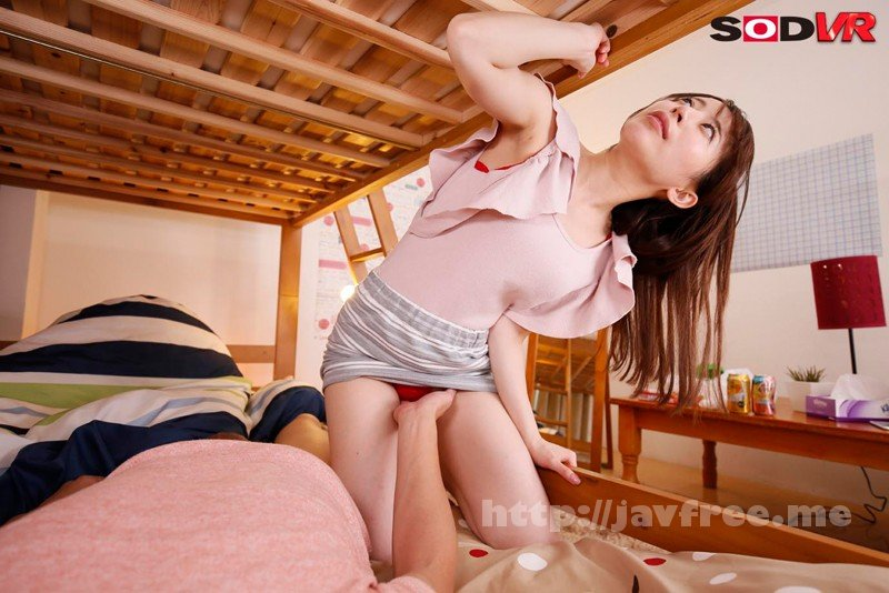 [DSVR-330] 【VR】VR長尺 2段ベッドの上で寝ているイケメンな弟の彼女が真夜中に僕の布団に入ってきて…ベッドが軋まないようにゆ~っくり腰をくねらせながら耳元で淫語を囁かれるこっそり寝取り中出しセックス2 - image DSVR-330-5 on https://javfree.me