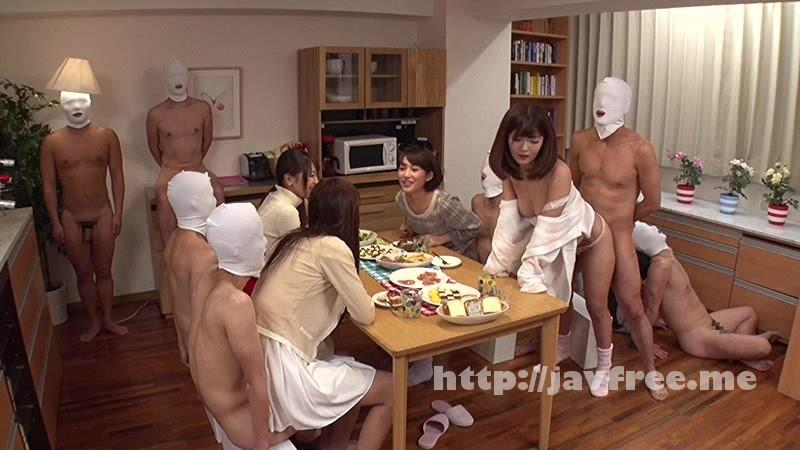 [DVDES-827] 女子大生専用チ●ポ付きシェアハウス - image DVDES-827-9 on https://javfree.me