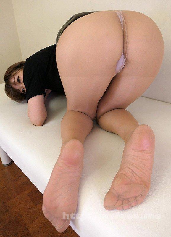 [HD][EMBZ-220] 素人妻たちの足を包み1日中履いていた蒸れて匂い立つパンストを味わう… - image EMBZ-220-7 on https://javfree.me