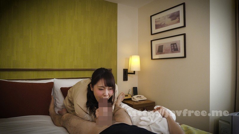 [HD][EQ-454] 新人の美熟女マッサージ師が若い客の勃起姿に戸惑って淫行してしまっている盗撮動画 - image EQ-454-5 on https://javfree.me