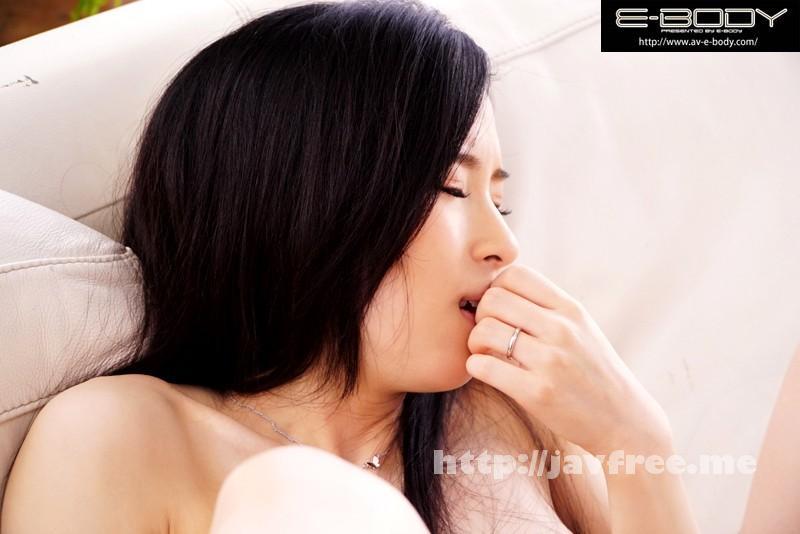 [EYAN 048] E BODY専属デビュー 奥様は元芸能人! アイドルとしてはあまりにセクシーBODYだったため売れず引退、そして結婚…。AV業界で復活を果たしたスリム&グラマーGカップ人妻! 能美ちなつ 能美ちなつ EYAN