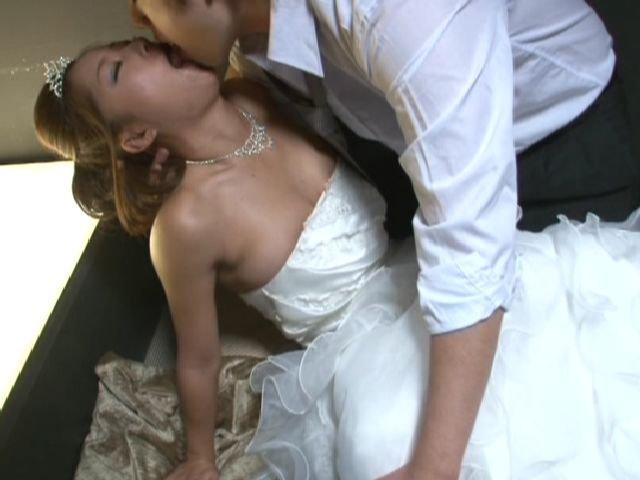 [FSET-303] バレないように花嫁姿の元カノとこっそりやる - image FSET-303d on https://javfree.me