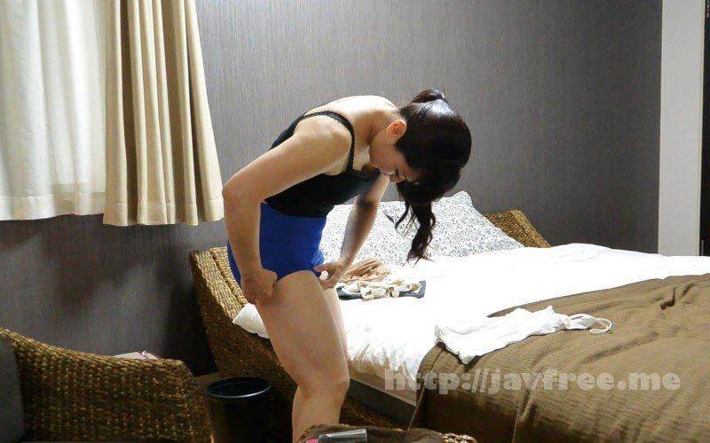 [HD][FUFU-195] 堅物な年上妻を騙して結婚記念日に夫婦で泊まったホテルで性感マッサージを…小日向こゆきさん(46) - image FUFU-195-11 on https://javfree.me