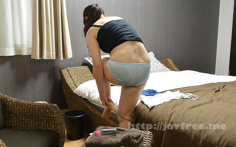 [HD][FUFU-195] 堅物な年上妻を騙して結婚記念日に夫婦で泊まったホテルで性感マッサージを…小日向こゆきさん(46) - image FUFU-195-13 on https://javfree.me