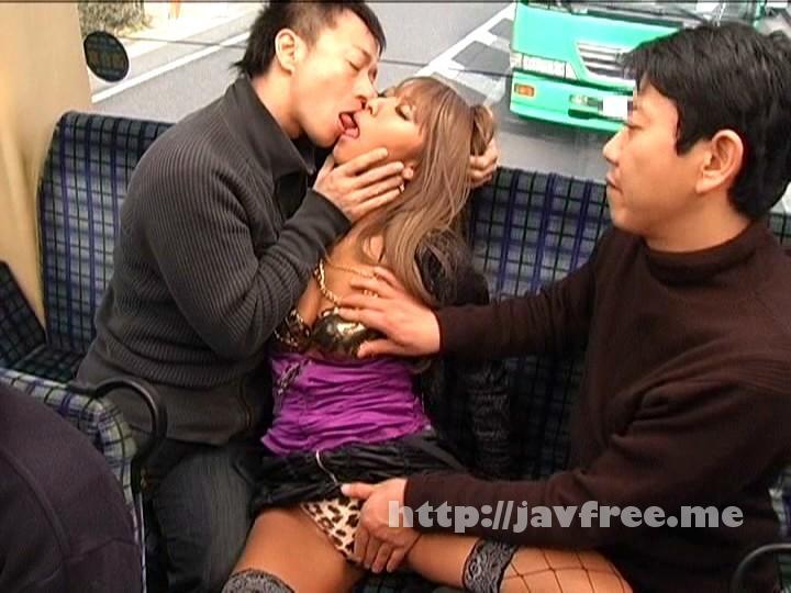 [GAR-167] 満員バスでうたた寝しているギャルに勃起チ○ポを握らせてみた!! - image GAR-167-16 on https://javfree.me
