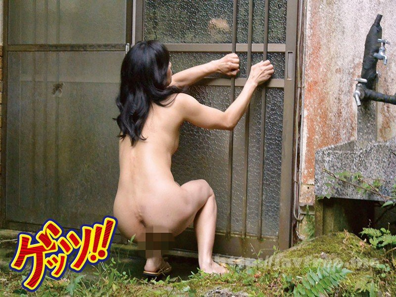 [GETS-066] 衝撃!家から追い出された全裸妻を偶然目撃!超ビビりながら逃げ隠れしているので、後をつけて捕まえたら…