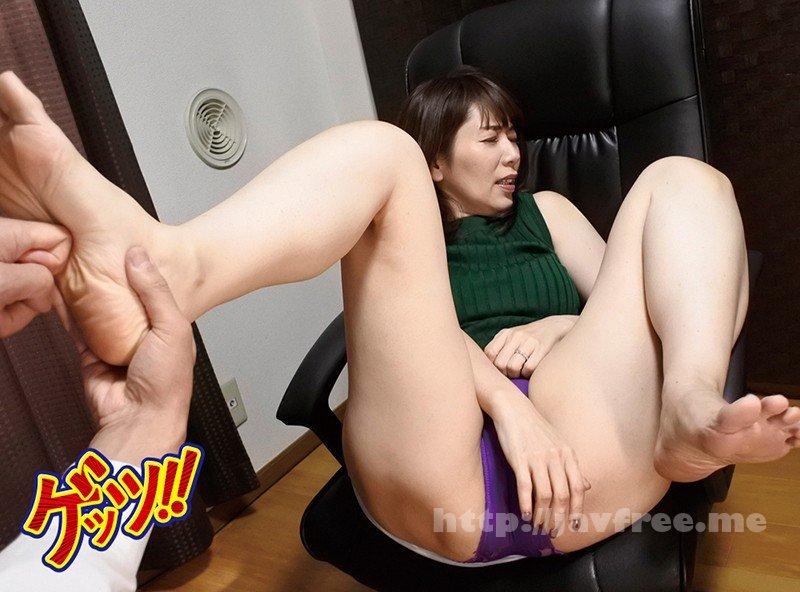[HD][GETS-072] 「足つぼマッサージ無料ですよ」とナンパ!足裏の性欲増大性感帯をグリグリ刺激したらパン染みできるほど興奮しちゃった人妻は我慢できずに巨根チ●ポを求めて生セックス懇願!
