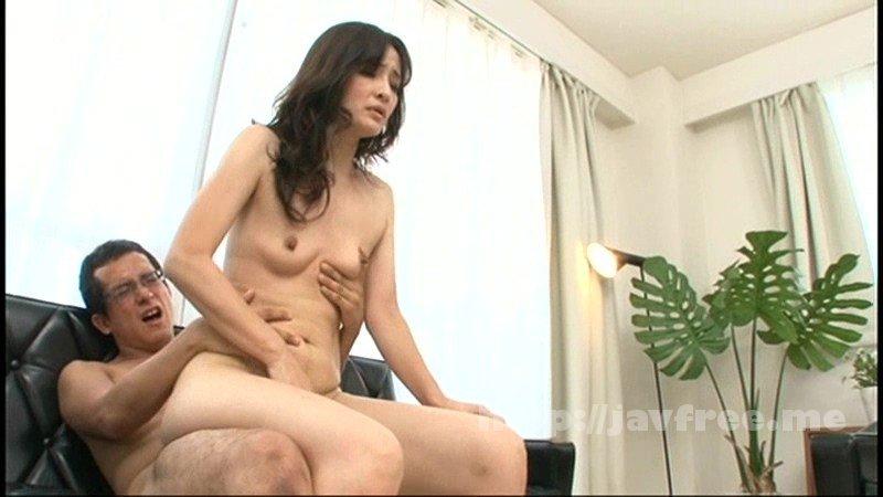 [GIGL-512] 偶然、息子に淫らな姿を見られてしまった母親は近親セックスを迫られても拒めない - image GIGL-512-11 on https://javfree.me