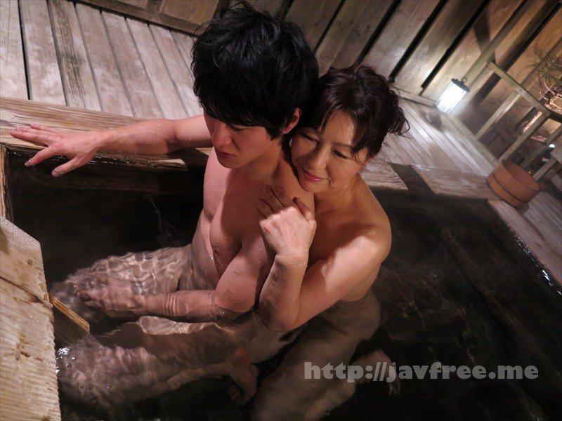 [HD][GIGL-632] ま、まさか、50過ぎの母親の裸体で勃起するなんて…決して裕福ではない母子家庭でシングルマザーとして懸命にボクを育ててくれた母との温泉旅行。二人っきりの混浴風呂で久しぶりに見た母さんの熟れた乳房に目が釘付けに…総集編 母と息子の温泉旅行BEST 8時間 - image GIGL-632-4 on https://javfree.me