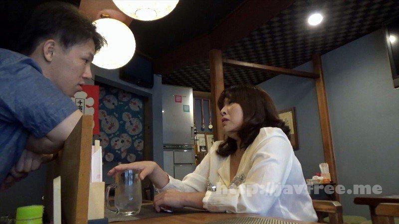 [HD][GIGL-644] 居酒屋盗撮 居酒屋で一人飲みしているおばさんは男にお持ち帰りされることを妄想しながらパンティを湿らせて酒を飲んでいる! - image GIGL-644-1 on https://javfree.me