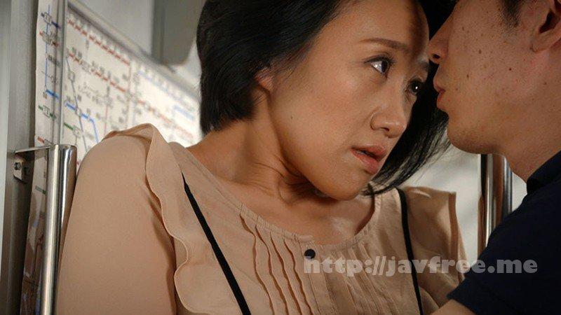 [HD][GOJU-137] 電車痴● 接吻挑発されて発情した熟女たち - image GOJU-137-13 on https://javfree.me