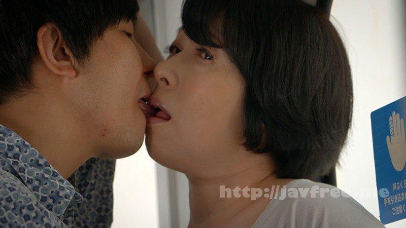 [HD][GOJU-137] 電車痴● 接吻挑発されて発情した熟女たち - image GOJU-137-8 on https://javfree.me