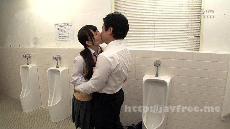 [HD][GS-192] 男子トイレのエッチ好きな女子学生 男子トイレで変な音がしているのでドアを開けてみると女子学生と男子がベロキスをむさぼり合っている!?バレないように覗いていたら思わずソソられ勃起!すると覗いていたのがバレてしまい男子が大慌て猛ダッシュで逃げ出した!
